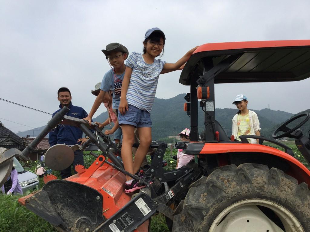 秋川牧園 トラクターアスレチック