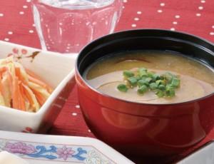 生活提案、レシピ、献立、さつま芋とお揚げの味噌汁、1540