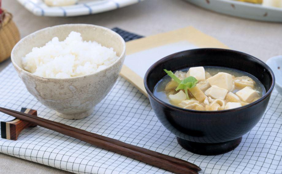 味噌汁や味噌炒めなど様々な料理にどうぞ(写真はイメージです)