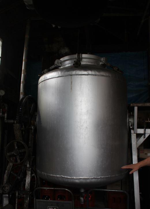 職人の経験(勘)が蒸し大豆の出来を左右する。
