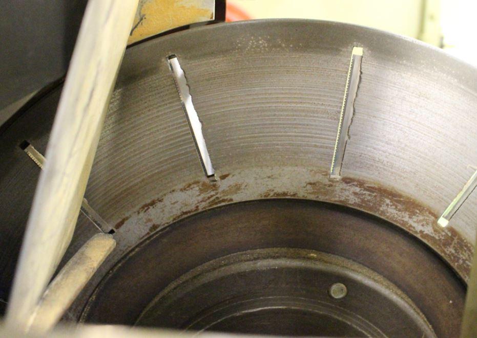 14個の刃がついた回転式カンナ。用途に合わせて削りの厚みを微調整する