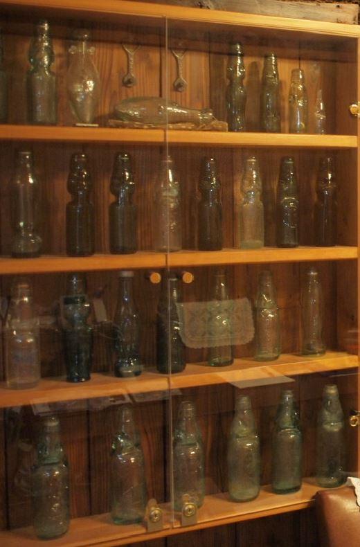 石原社長ヴィンテージラムネ瓶コレクション!今でも少量ながらラムネを製造しています。