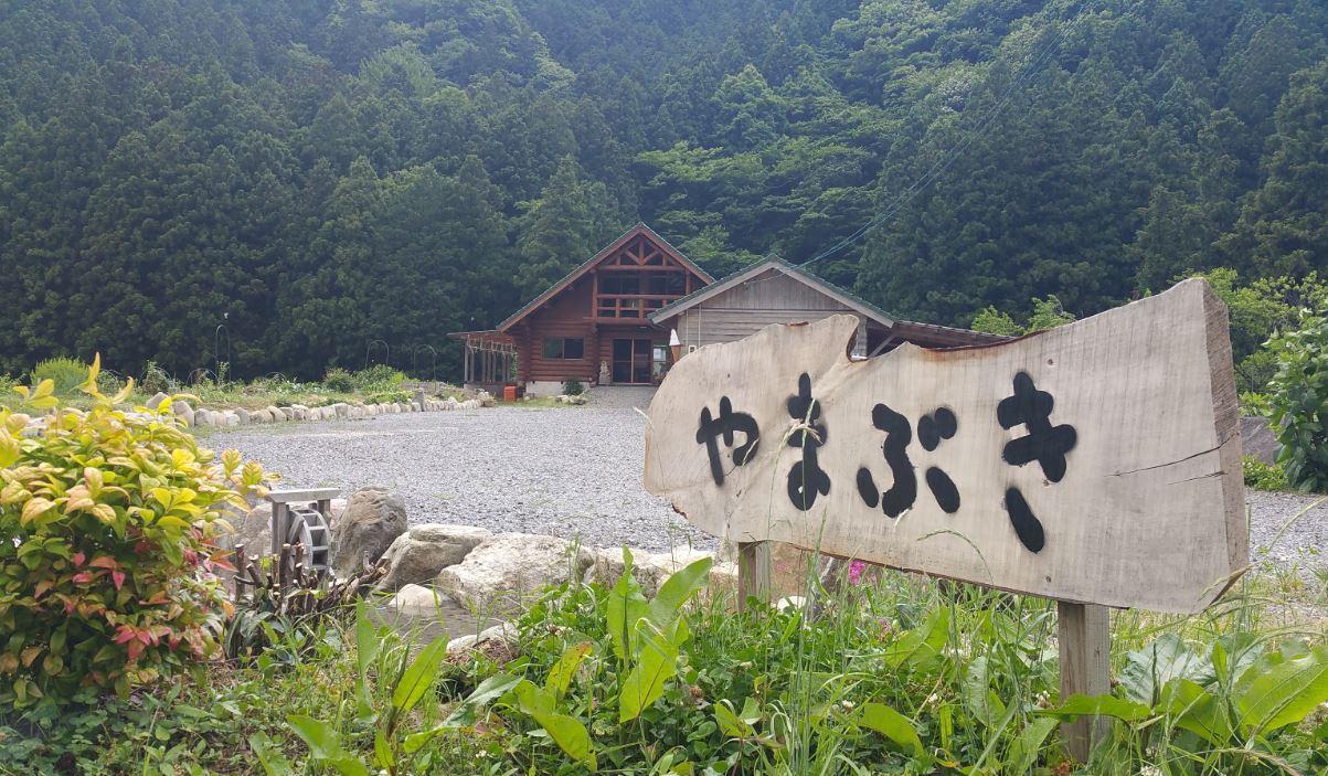 敷地内のログハウスでは宿泊や農村体験も行っているそう。